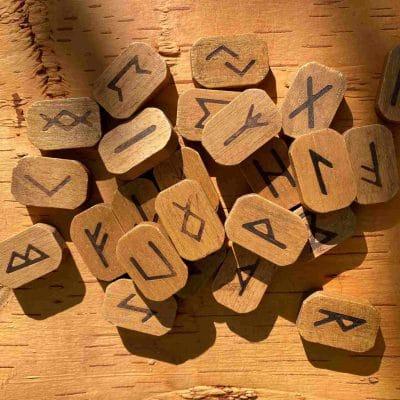 Runen als Symbolbild